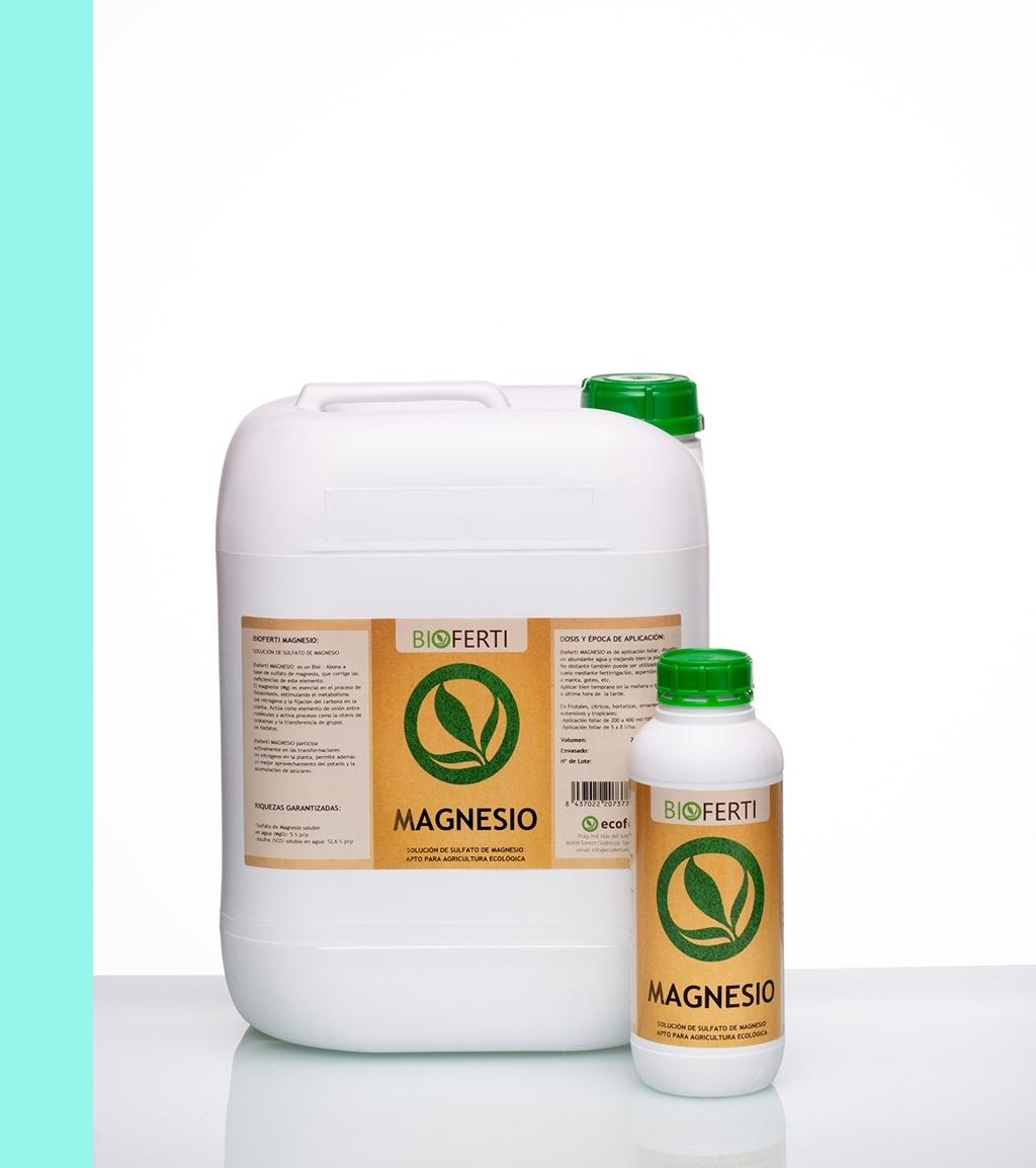 BIOFERTI MAGNESIO participa activamente en las transformaciones del nitrógeno en la planta y permite además un mejor aprovechamiento del potasio y la acumulación de azúcares. El aporte de ácidos húmicos y fúlvicos hacen de este producto un buen corrector de pH y carencias de magnesio.