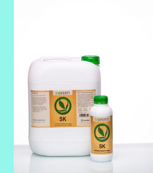 BIOFERTI SK combina azufre y potasio de forma totalmente asimilable. Ambos nutrientes son esenciales y fundamentales en el aumento de defensas de las plantas, incrementando su tolerancia a condiciones climatológicas extremas y a plagas y enfermedades. ECOFERTI